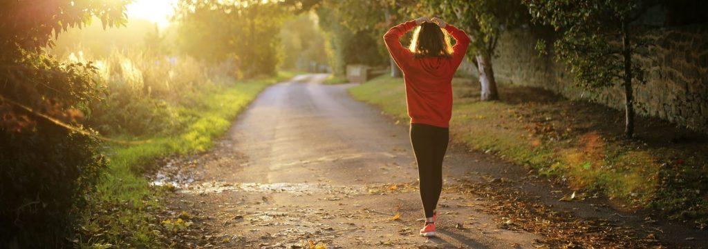 recolher energias a fazer caminhadas