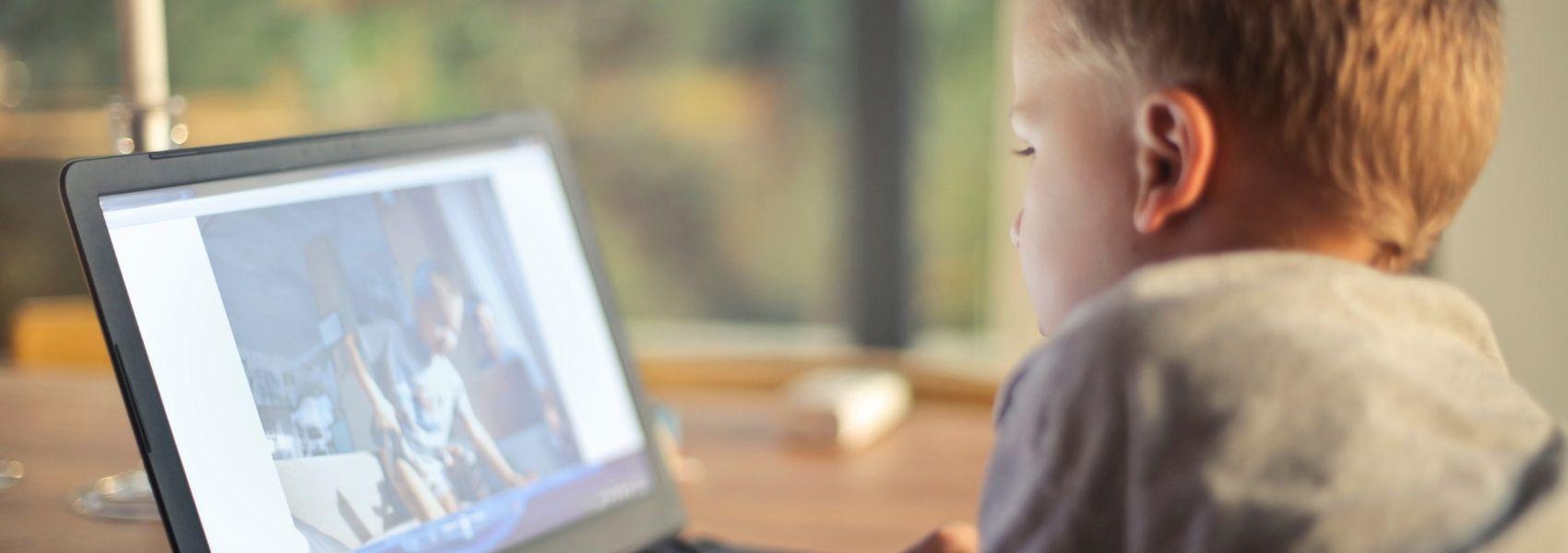 Pais têm cada vez mais dificuldade em controlar acesso dos filhos às redes sociais