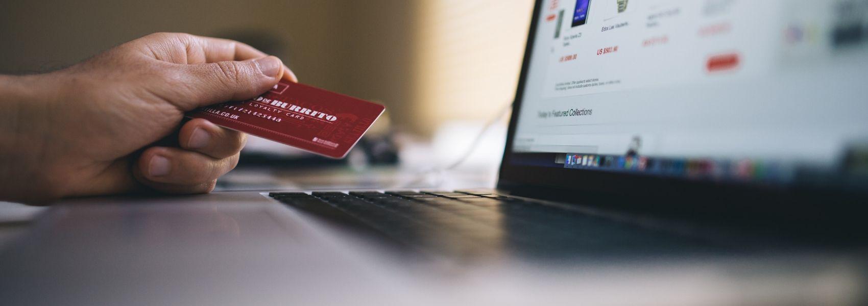 Infarmed alerta para compra de medicamentos através da Internet