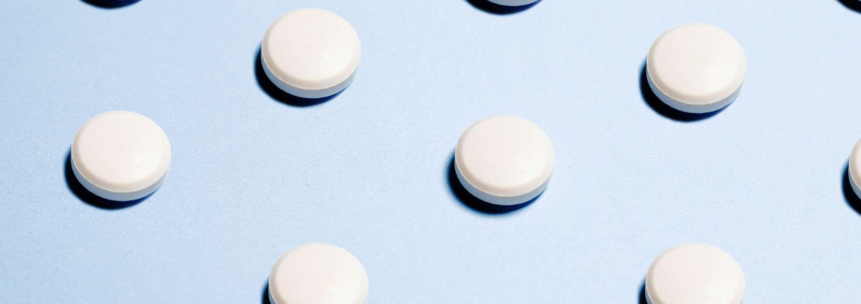 Estudo aconselha: se é saudável e toma aspirina para prevenção, deixe de o fazer