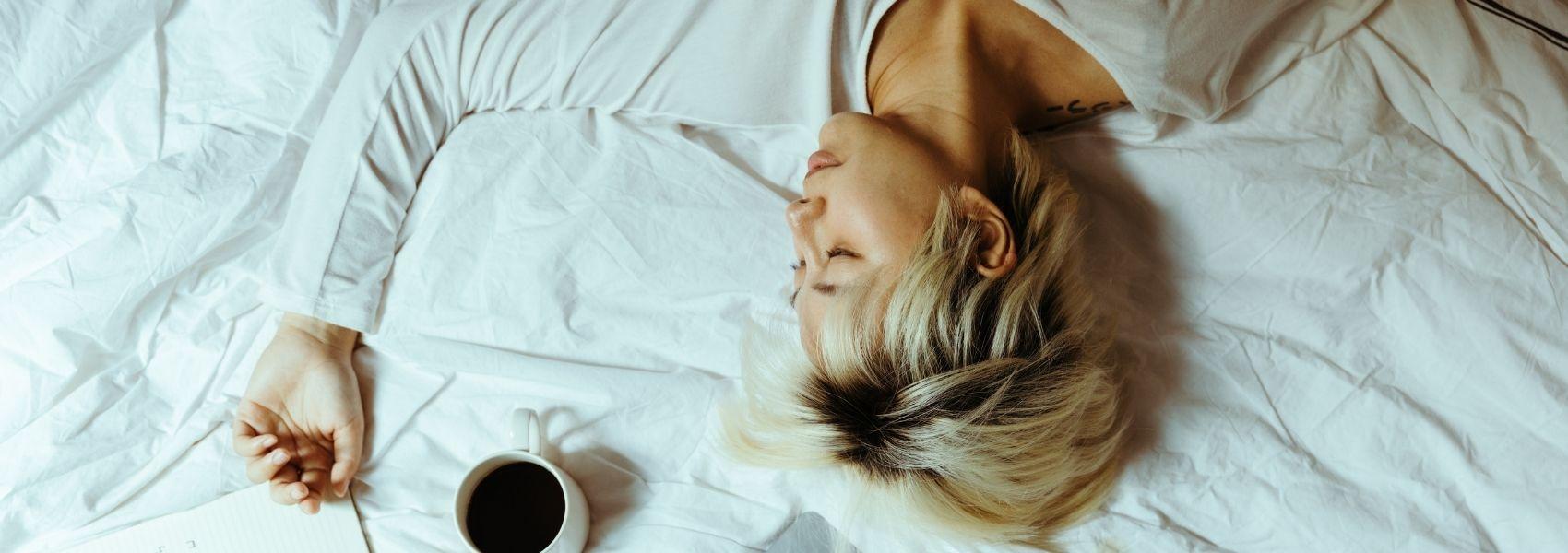 Estudo associa miopia a maus hábitos de sono e tempo em frente a ecrãs